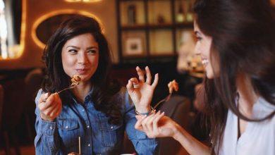 Photo of دراسة: تناول العشاء برفقة الأصدقاء يجعلك تخسرين الوزن والسبب منطقي!