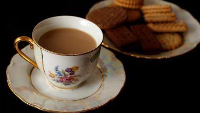 Photo of شرب الشاي ساخنا يزيد من خطر الإصابة بسرطان المريء.. فما هي الدرجة المناسبة لتناوله؟