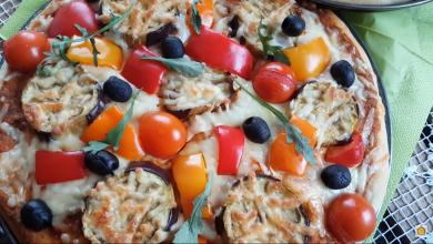 Photo of البيتزا بالباتنجان بعجينة اخف من القطن وصلصه مميزة (فيديو)