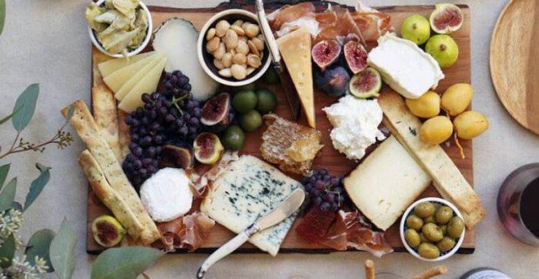 """Photo of سلطة الجبنة بالفاكهة: شمّام وخيار وبطّيخ """"على ذوقك"""""""